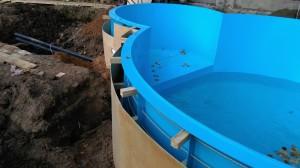 6. Бетонируем стенки бассейна 200мм