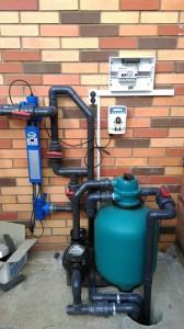 7.Устанавливаем фильтровальное оборудование. Дезинфекцию воды без хлора